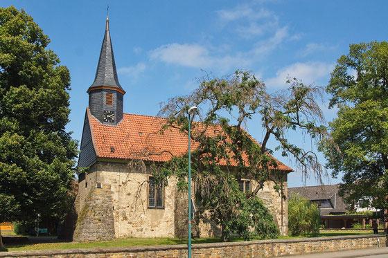 """""""Kirche in Münchehagen (Rehburg-Loccum) IMG 7868"""" von Losch - Eigenes Werk. Lizenziert unter CC BY-SA 3.0 über Wikimedia Commons - https://commons.wikimedia.org/wiki/File:Kirche_in_M%C3%BCnchehagen_(Rehburg-Loccum)_IMG_7868.jpg#/media/File:Kirche_in_M%C3%"""
