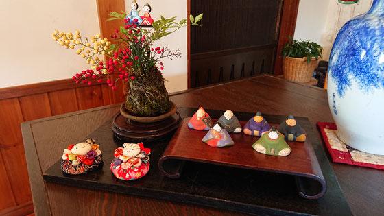 昨年 皆さんと作った苔玉と骨董品のお雛飾り