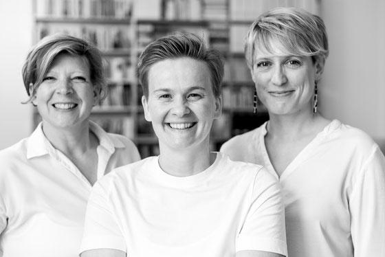 Meine Kolleginnen Sonja Franzke, Valerie Besl und ich
