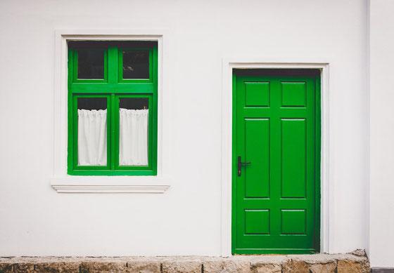 Wir servicieren und reparieren Fenster und Türen.