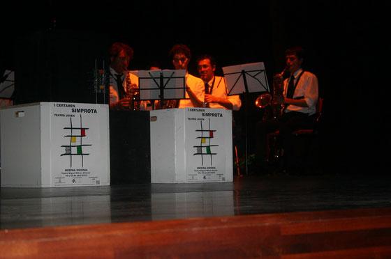 Actuación musical del grupo Ensamble Saxofones Quique Montes Proyect durante el I Certamen Simprota de Teatro Joven