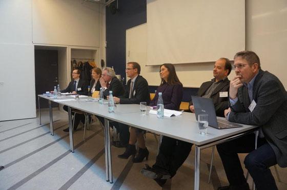 Abschließende Diskussion: Jörg Kilian, Erla Hallsteinsdóttir, Michael Zenner, Benny Sørensen, Sonja Vandermeeren, Moritz Schramm und Christian Alnor