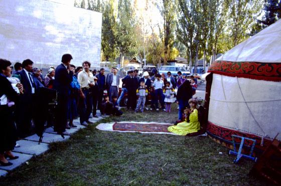 Lou Di Giorgio preparing Polaroid 8x10 shot in Kirghizia