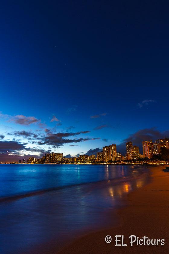 Blaue Stunde am Waikiki beach, Oahu, Hawaii