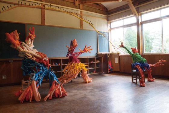鉢&田島征三 絵本と木の実の美術館「 教室の三人」