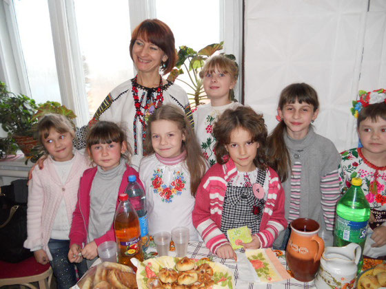 """гурток """"Юний художник"""", керівник Чайковська Л.М."""