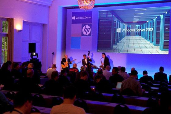 DeepBlue bei einer Veranstaltung von Microsoft in Hamburg. Zusammen mit Wolfram Nerlich am Kontrabass.