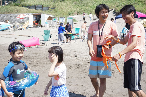 RUN伴+三浦半島実行委員長・太陽の家の玉井さんと私。二人ともサーファーケアマネージャー、同い年です ^^) 玉井さんは三浦半島完走されました。