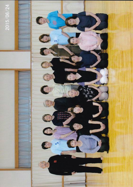 斉藤先生・新発田水曜教室のみなさん。ホールでの記念撮影。