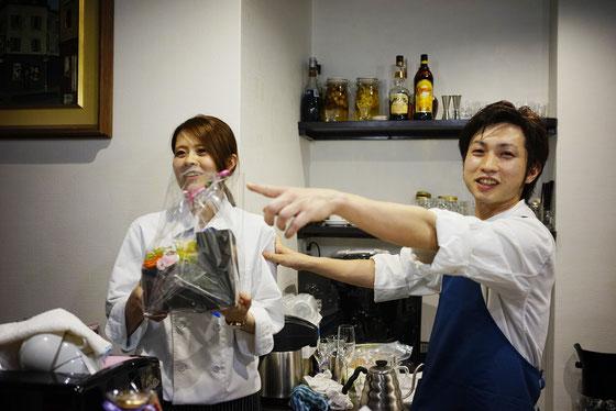 オーナーの松田さん(右)と店長さん