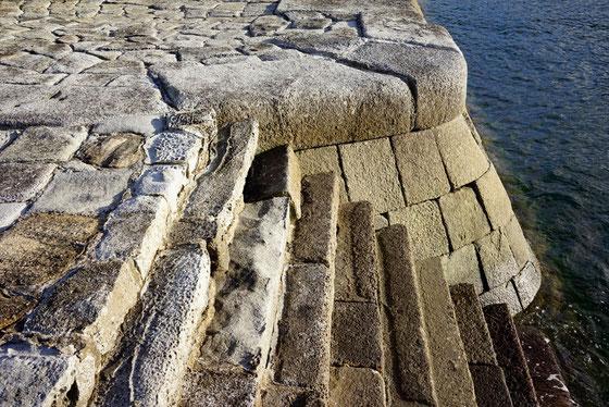 三角西港の石積み埠頭