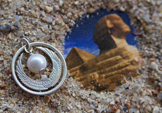 Münzsagewerk Katrin Thull | Ägypten Schwingen der Isis mit Perle