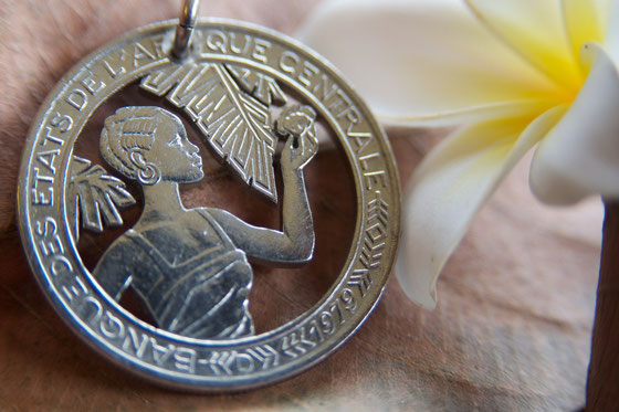 Münzsägewerk Katrin Thull | Zentralafrikanische Staaten - Dame mit Blüten
