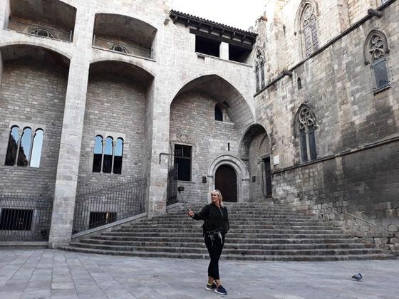 Лучшие достопримечательности Готического квартала Барселоны. Площадь Короля