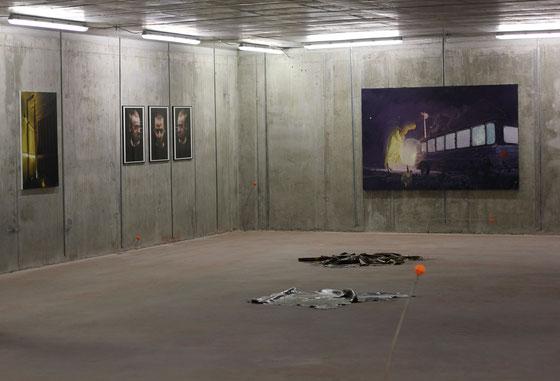 """""""Speed"""", Helmholtz-Zentrum Berlin, 2016, v. l. n. r. Leopold Rabus, Martin Naber, Ruprecht von Kaufmann, Bodeninstallation: Lisa Braun"""