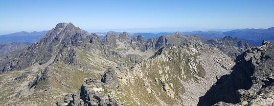 das Hochgebirge der Pyrenäen im Süden der Region