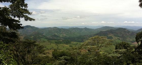 Die nördliche Hügelregion in Nicaragua mit Kaffee- und Zuckerrorhrplantagen