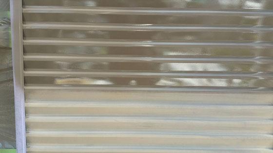 大垣市、養老町、上石津町、輪之内町、安八町、神戸町、垂井町、瑞穂市、池田町で外壁塗装工事中の外壁塗装工事専門店。大垣市浅草で外壁塗装/付帯(雨戸)の塗装作業中