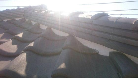 大垣市、養老町、上石津町、輪之内町、安八町、神戸町、垂井町、瑞穂市、池田町で屋根漆喰工事中の屋根漆喰工事専門店。大垣市浅草で屋根漆喰/屋根の三日月漆喰の下塗り作業中