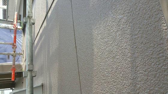大垣市、養老町、上石津町、輪之内町、安八町、神戸町、垂井町、瑞穂市、池田町で外壁塗装工事中の外壁塗装工事専門店。大垣市浅草で外壁塗装/上塗り塗装作業中