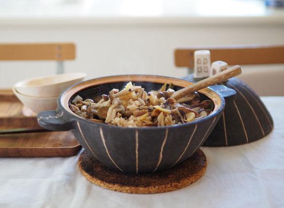 土鍋で炊くしめじと干し大根ごはん/土鍋 Cocciorino