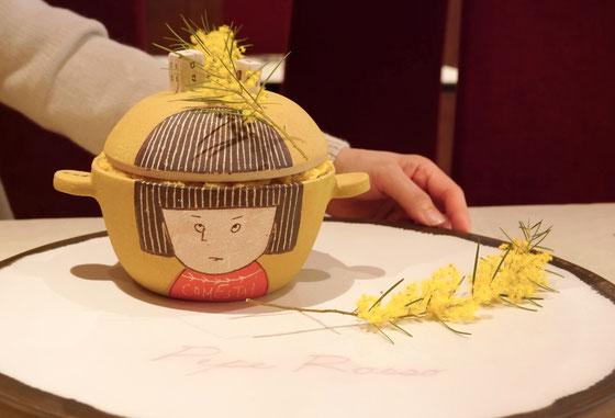 ミニ土鍋「世界の友だち」のなかにはミモザのケーキ!