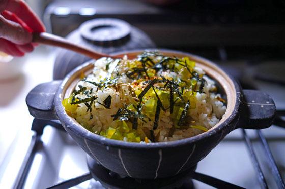 土鍋で春を炊く「メカブごはん」