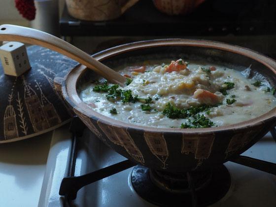 クリームシチューの残りに冷凍ごはんを入れてチーズを乗せて蓋したドリア