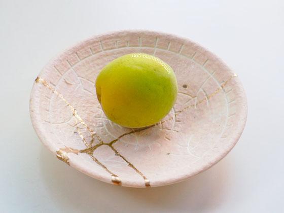 「梅と黄金の熱情」金継豆皿 Cocciorino