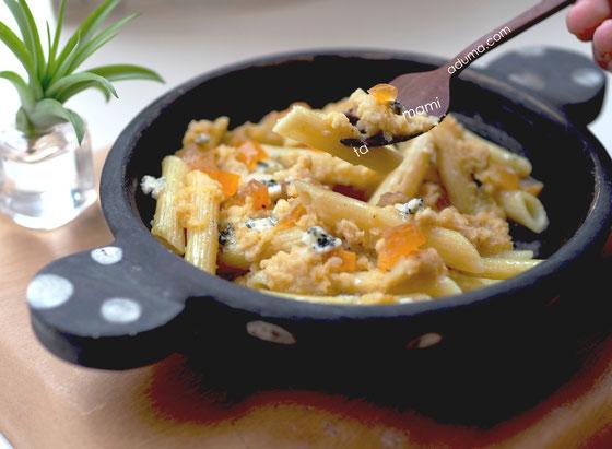 「柿とゴルゴンゾーラのペンネ」Cocciorino水玉グラタン皿