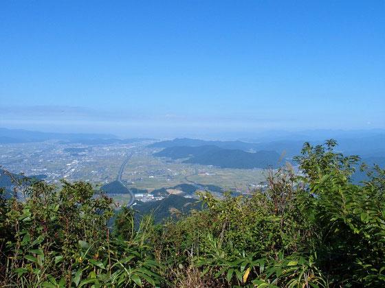 ホームグランドの文殊山を眺めながら昼食でした。