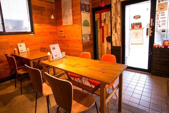 秋田市 カフェ ローカループ_テーブル席