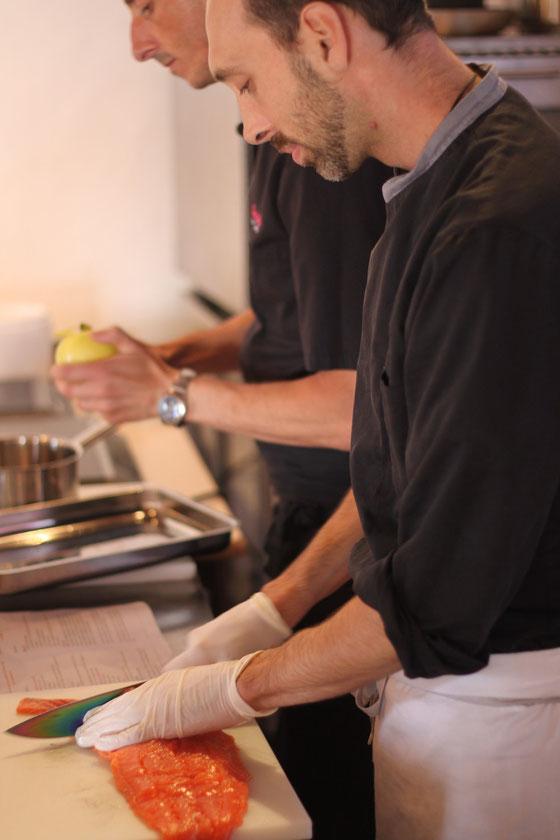 Mercredi 2 octobre : nos 2 chefs pornichétins concentrés. COPYRIGHT Hervé Mainguet - Restaurant Le Grain de Folie - Porinichet.