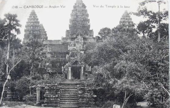 Angkor Wat. Fotografía tomada por John Thomson a finales del siglo XIX. (El nº 1748 que aparece en la foto es el nº de registro, no el año de captura)