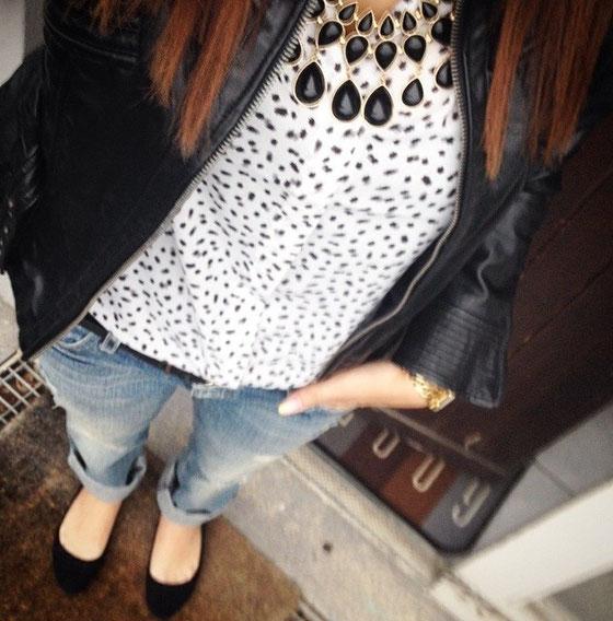 Jacke: Zebra Fashion / Bluse, Kette und Ballerina: H&M / Hose: Guess