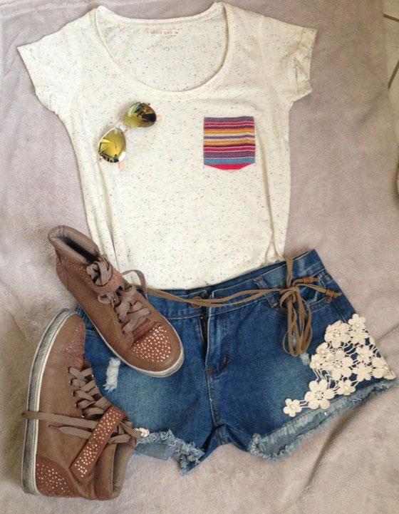 T-Shirt: Takko / Sneakers: SABBS / Brille: Claire's / Hose: Kleiderkorb