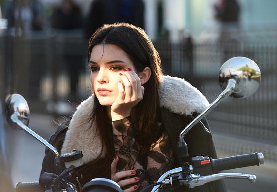 behind the scenes eines Estée Lauder Fotoshootings mit Kendall Jenner, Bildquelle Estée Lauder