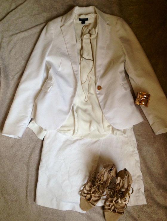 Blazer & Rock: Zara / Bluse: AMISU (New Yorker) / Kette und Armband: H&M / Sandalen: Bata