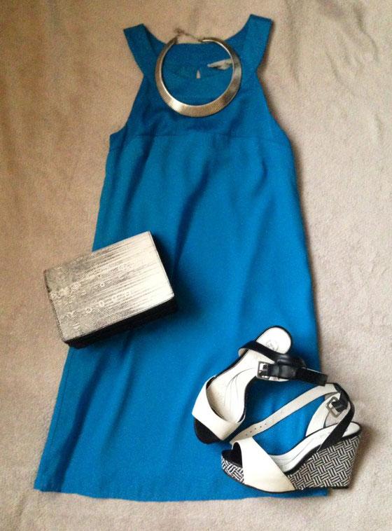 Kleid: H&M, Kette: Kleiderkorb, Tasche: H&M über Kleiderkorb, Sandalen: Bata