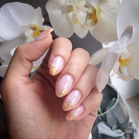 Meine neuen Nägel, ausnahmsweise nach langer Zeit durfte es ein Bisschen glitzern...