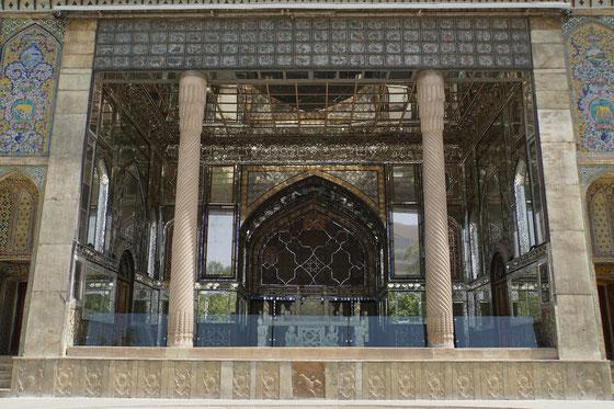 Eingang zur Haupthalle des Golestan Palastes - im Innern durfte man leider keine Fotos mehr machen...