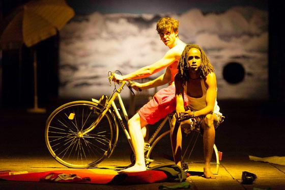 Sam Michelson und Baroon Abdi Mohamud; Fotograf: Seweryn Zelazny, mit freundlicher Genehmigung vom Theater Willy Praml