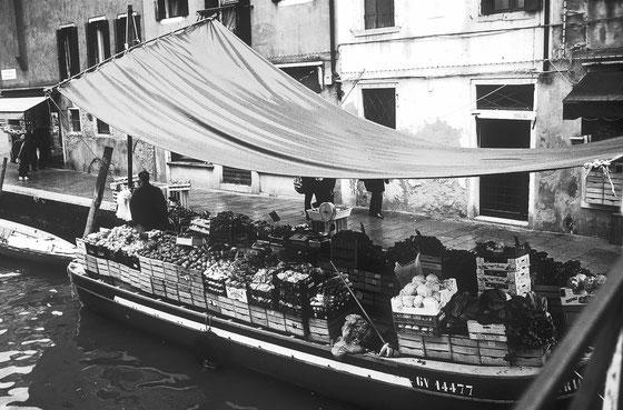 Marché flottant,Venise,Avril 2001