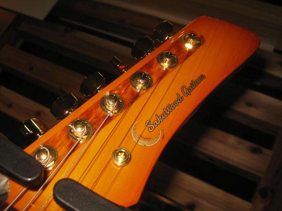 ニューロゴ Sakuwood Guitars