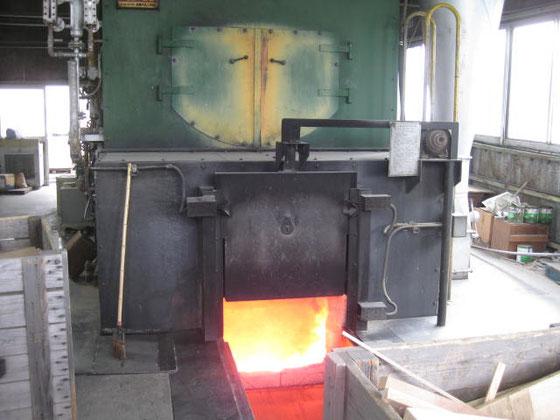 乾燥窯へ蒸気をしゅっぽっぽ。