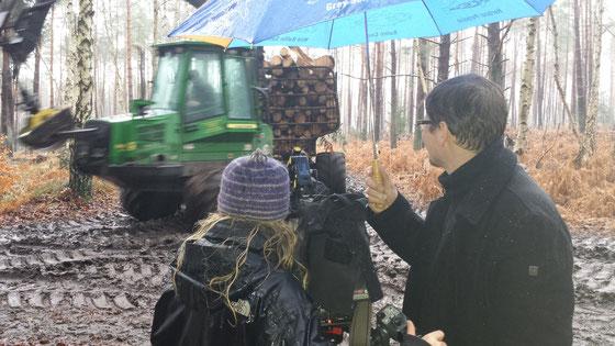 Auch 2015 für das NDR-Fernsehen unterwegs - da kann es auch drei Wochen dauerregnen - wir berichten trotzdem auch aus den Wäldern Mecklenburg-Vorpommerns. Foto: Jörg Harmuth