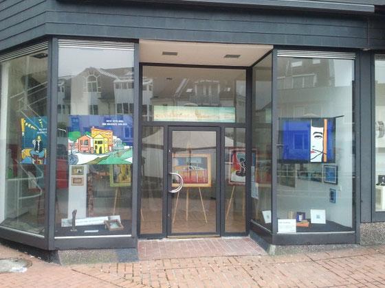 """Werke zum Thema """"Der Bildträger im Wandel""""  - Schaufensterausstellung in der Schloßstraße 47,  51429 Bergisch Gladbach"""