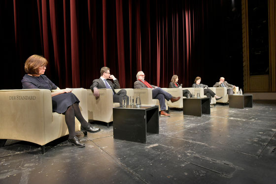 Mit Rebbeca Harms (Deutschland), Peter Keller (Schweiz), Giorgos Chondros (Griechenland), Alexandra Föderl-Schmid (Gesprächsleitung), Kinga Göncz (Ungarn), Adam Krzeminski (Polen).
