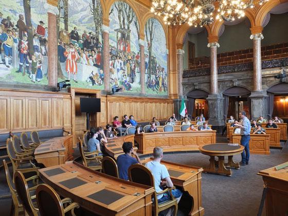 Was mich immer wieder freut: Besuch aus Nidwalden im Bundeshaus. Hier die Oberstufe aus Oberdorf im Ständeratssaal. Juni 2016