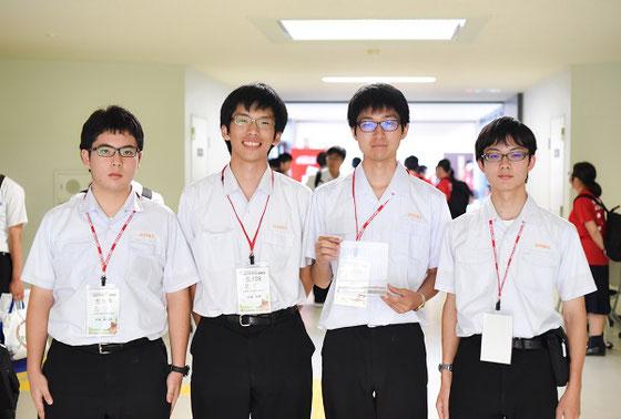 左から 畑瀬裕之進くん(3年)、佐藤友暉くん(3年)、木村充志くん(3年)、山口真太郎くん(2年)